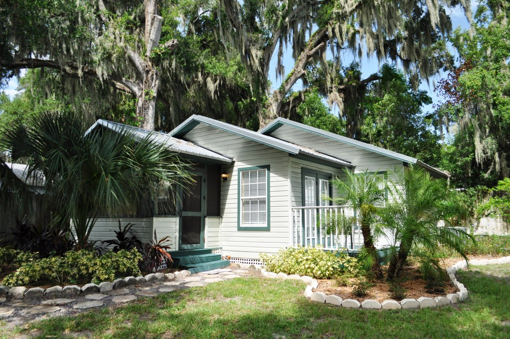Oasis Cottage is Part of the Mount Dora Historic Inn