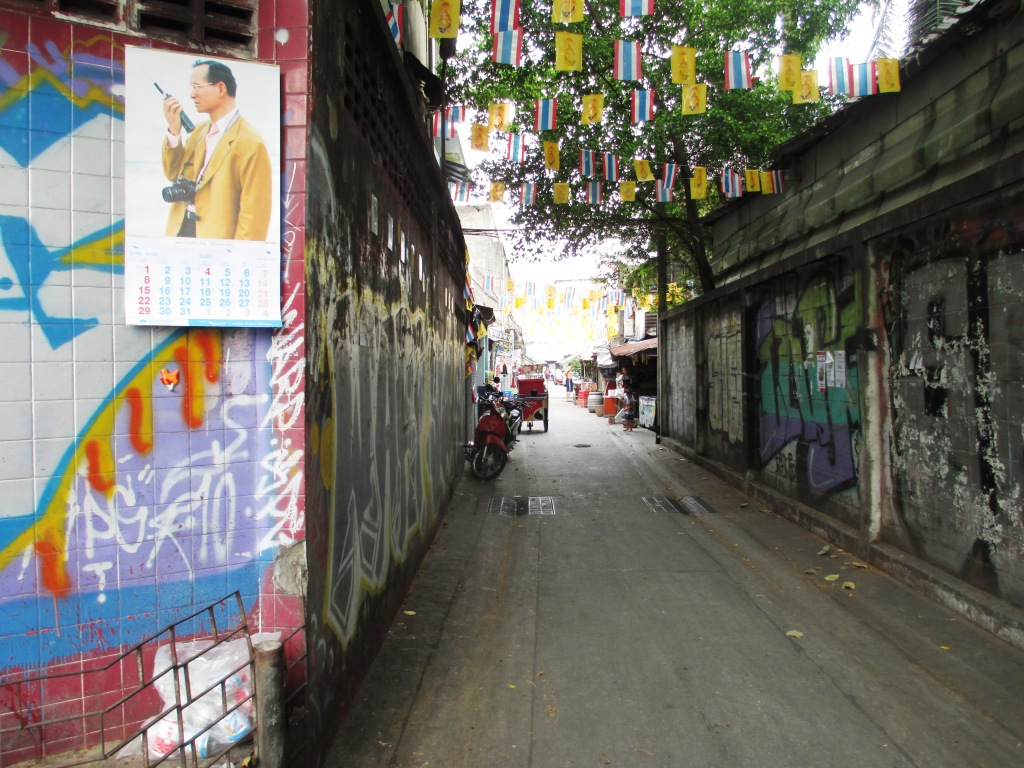 An Alley in a Bangkok Neighborhood, March 27, 2015