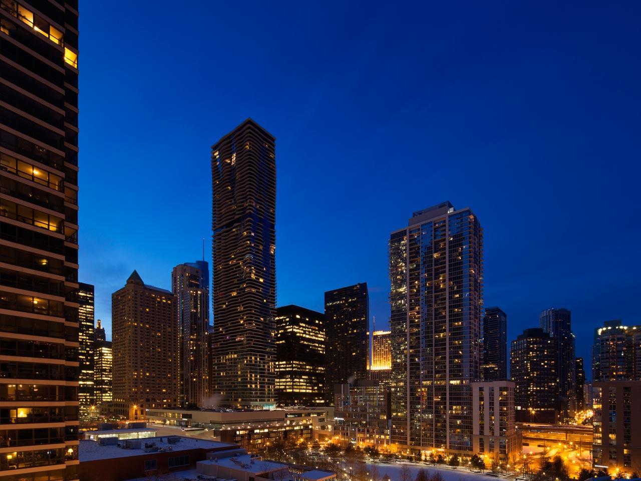 Radisson Blu Aqua Hotel, Chicago is Stunning in the Skyline