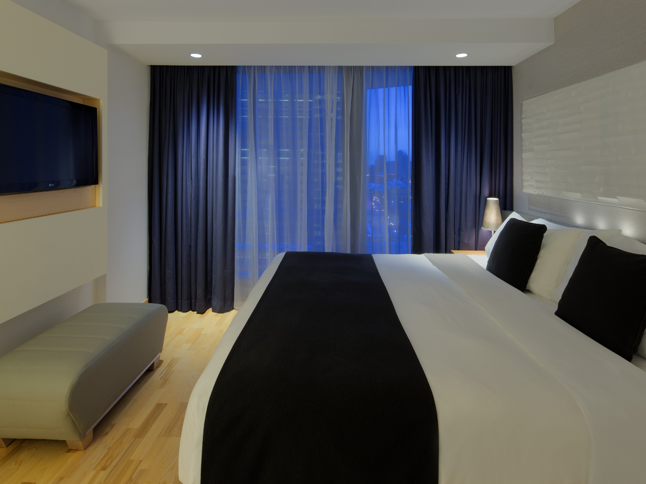 Naturally Cool Guest Room at Radisson Blu Aqua Hotel, Chicago
