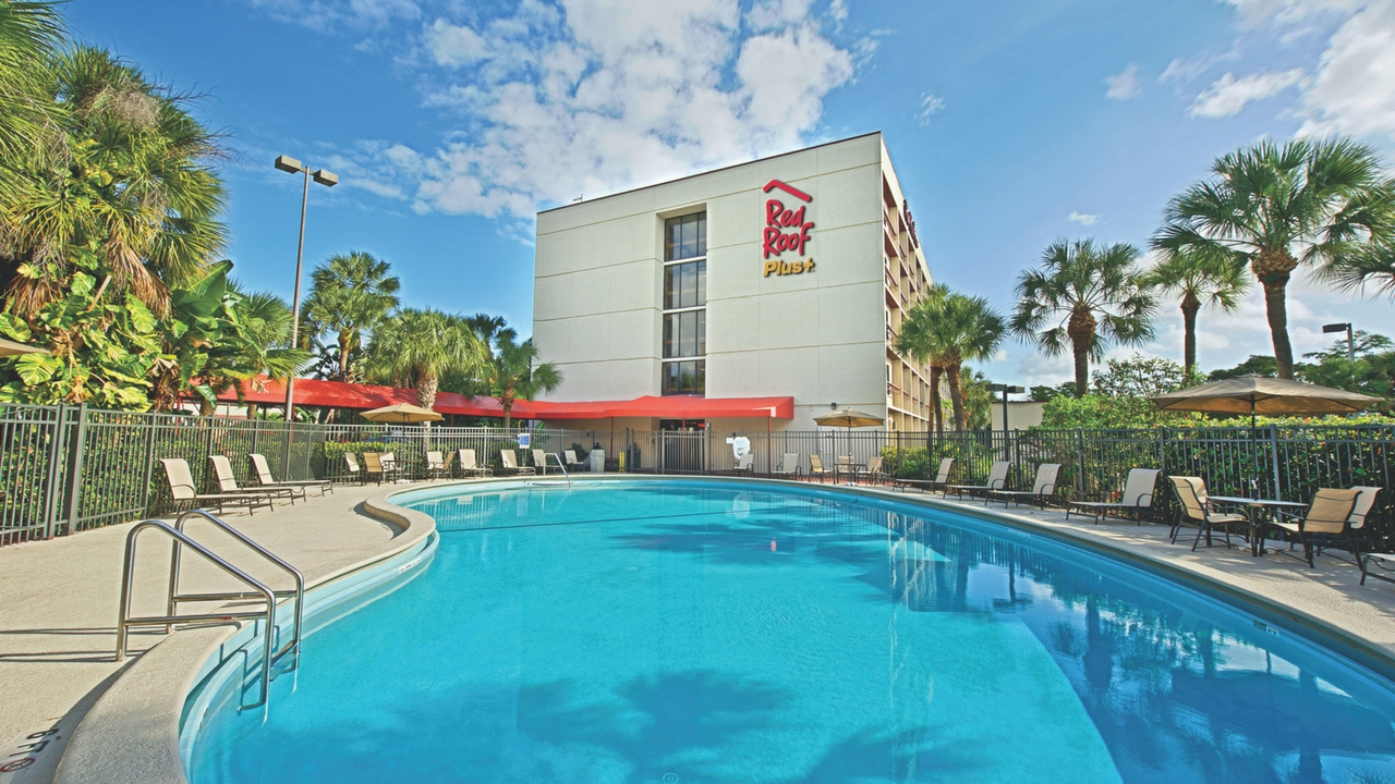 Gorgeous Pool at the Red Roof PLUS+ Miami Airport, Nov. 2017